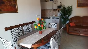 Pirovac, Столовая в размещении типа apartment, доступный кондиционер и WiFi.