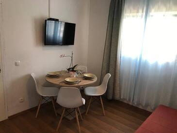Kornić, Jídelna v ubytování typu apartment, WiFi.