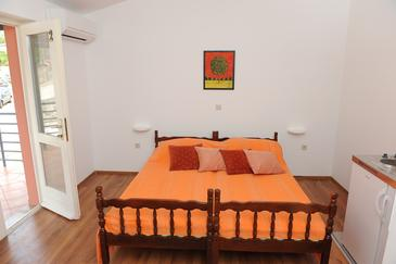 Baćina, Ložnice v ubytování typu studio-apartment, dostupna klima, dopusteni kucni ljubimci i WIFI.