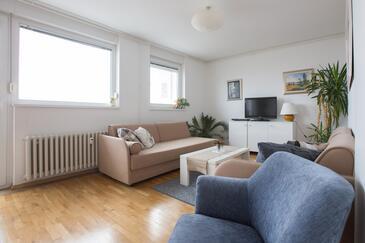 Zagreb, Living room in the apartment, dostupna klima, dopusteni kucni ljubimci i WIFI.