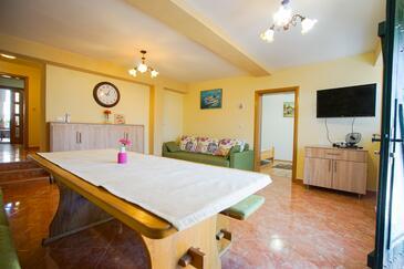 Ždrelac, Obývací pokoj v ubytování typu apartment, s klimatizací a WiFi.