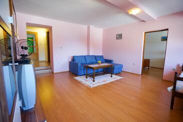 Ždrelac, Dnevni boravak u smještaju tipa apartment, dostupna klima i WiFi.