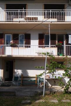 Selce, Crikvenica, Objekt 15323 - Apartmani blizu mora sa šljunčanom plažom.
