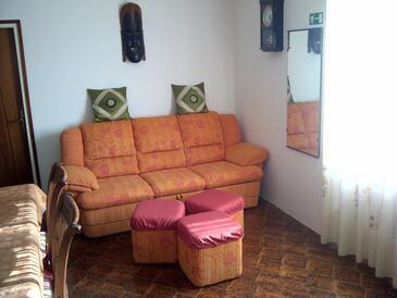 Pribinja, Obývací pokoj v ubytování typu house, s klimatizací a WiFi.