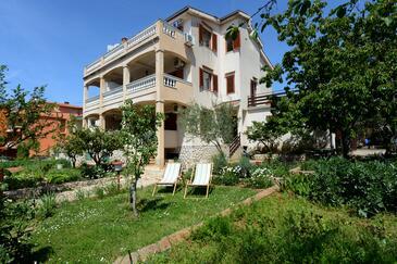 Zadar - Diklo, Zadar, Объект 15338 - Апартаменты с галечным пляжем.
