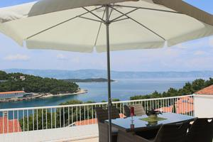 Apartments by the sea Jelsa (Hvar) - 15348