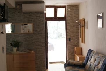 Zavala, Living room in the apartment, air condition available, (pet friendly) and WiFi.