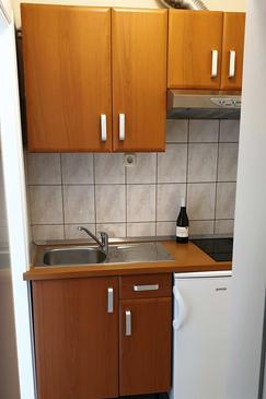Hvar, Kitchen in the studio-apartment, (pet friendly) and WiFi.