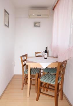 Mlini, Eetkamer in the apartment, air condition available, (pet friendly) en WiFi.