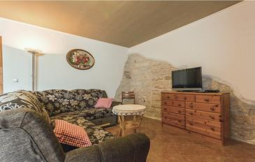 Gajana, Living room 1 in the house, air condition available, (pet friendly) and WiFi.