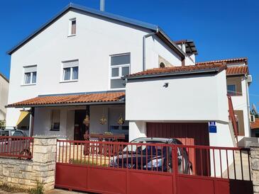 Valbandon, Fažana, Property 15386 - Apartments with pebble beach.