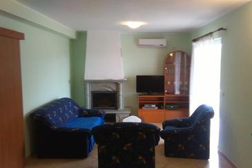 Flengi, Sala de estar in the apartment, air condition available, (pet friendly) y WiFi.