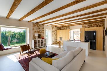 Kremenići, Obývací pokoj v ubytování typu house, domácí mazlíčci povoleni a WiFi.