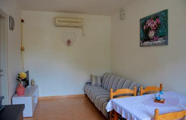 Sevid, Living room in the apartment, air condition available and WiFi.