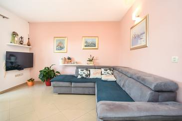 Kaštel Stari, Living room in the apartment, air condition available and WiFi.