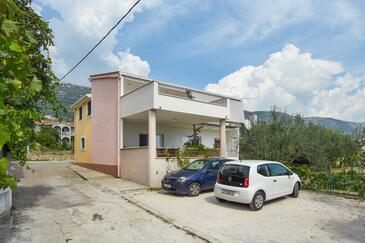 Kaštel Stari, Kaštela, Property 15411 - Apartments with pebble beach.