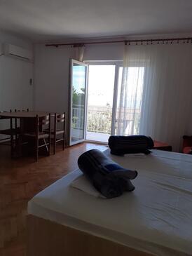 Novi Vinodolski, Obývacia izba v ubytovacej jednotke apartment, klimatizácia k dispozícii a WiFi.