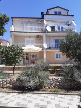 Novi Vinodolski, Novi Vinodolski, Property 15412 - Apartments with pebble beach.