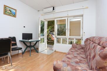 Dugi Rat, Гостиная в размещении типа studio-apartment, доступный кондиционер и WiFi.