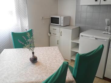 Supetarska Draga - Donja, Jídelna v ubytování typu apartment, s klimatizací, domácí mazlíčci povoleni a WiFi.