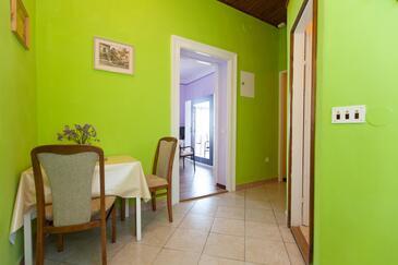 Lovran, Столовая в размещении типа apartment, Домашние животные допускаются и WiFi.