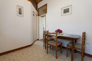 Lovran, Sala da pranzo nell'alloggi del tipo apartment, animali domestici ammessi e WiFi.
