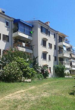Cres, Cres, Property 15426 - Apartments near sea with pebble beach.