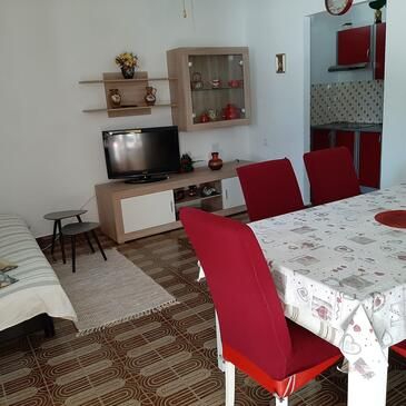 Brist, Living room in the apartment, air condition available and WiFi.