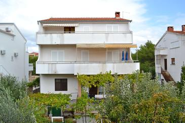 Srima - Vodice, Vodice, Property 15449 - Apartments with pebble beach.