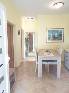 Valtura, Dining room in the studio-apartment, WiFi.