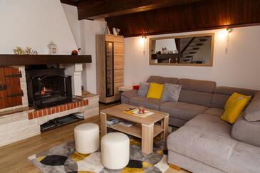 Zlobin, Obývací pokoj v ubytování typu house, s klimatizací, domácí mazlíčci povoleni a WiFi.