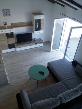 Supetarska Draga - Gornja, Obývací pokoj v ubytování typu apartment, s klimatizací, domácí mazlíčci povoleni a WiFi.