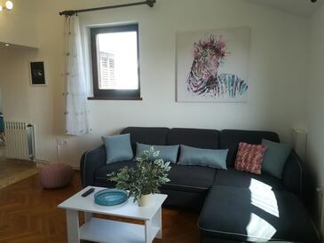 Primošten, Obývací pokoj v ubytování typu apartment, s klimatizací, domácí mazlíčci povoleni a WiFi.
