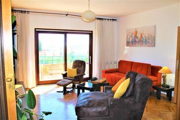 Primošten, Obývací pokoj v ubytování typu apartment, domácí mazlíčci povoleni a WiFi.