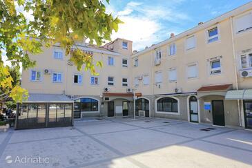 Dugi Rat, Omiš, Property 15516 - Apartments near sea with pebble beach.