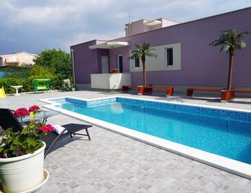 Solin, Split, Объект 15525 - Дом для отдыха с галечным пляжем.