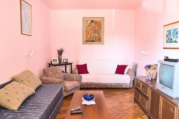 Pirovac, Гостиная в размещении типа house, доступный кондиционер, Домашние животные допускаются и WiFi.