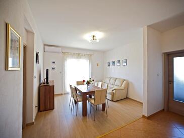 Gornje selo, Dnevni boravak u smještaju tipa apartment, dostupna klima i WiFi.