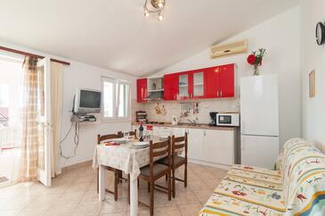 Rogoznica, Jídelna v ubytování typu apartment, domácí mazlíčci povoleni a WiFi.