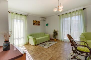 Mali Lošinj, Obývacia izba v ubytovacej jednotke apartment, klimatizácia k dispozícii a WiFi.