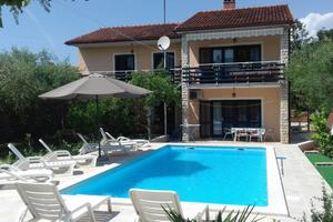 Family friendly apartments with a swimming pool Pula - 15580