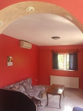 Brodarica, Living room in the apartment, air condition available and WiFi.