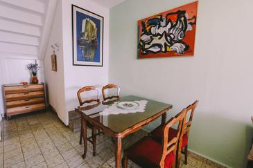 Podstrana, Dining room in the apartment, WiFi.