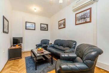 Rijeka, Obývací pokoj v ubytování typu apartment, dostupna klima, dopusteni kucni ljubimci i WIFI.
