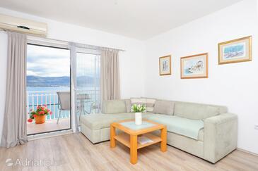 Arbanija, Гостиная в размещении типа apartment, доступный кондиционер, Домашние животные допускаются и WiFi.