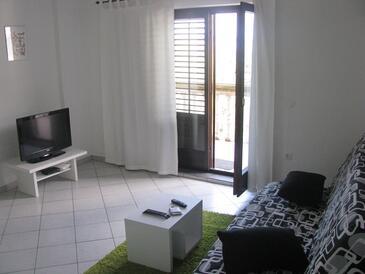 Supetarska Draga - Donja, Obývací pokoj v ubytování typu apartment, s klimatizací, domácí mazlíčci povoleni a WiFi.