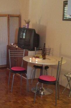 Ugljan, Jedilnica v nastanitvi vrste studio-apartment, WiFi.