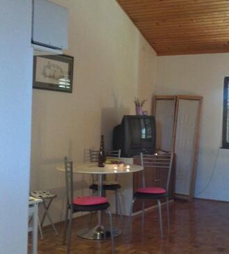 Ugljan, Jídelna v ubytování typu studio-apartment, WiFi.