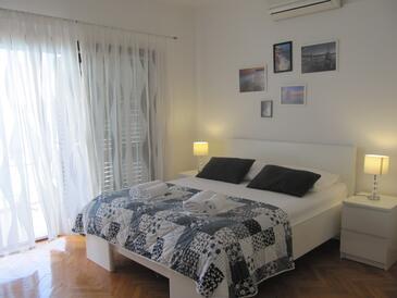 Brist, Ložnice v ubytování typu room, dostupna klima i WIFI.