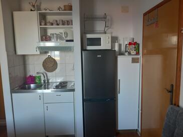 Gradac, Кухня в размещении типа studio-apartment, Домашние животные допускаются и WiFi.
